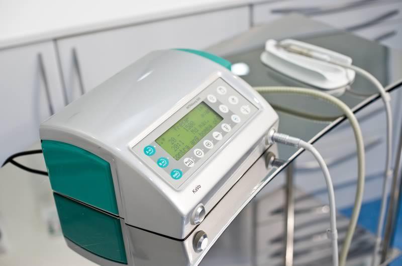 <strong>Kavo Intrasurg 500</strong> <br /> Unidade de tratamento dental para implantes.